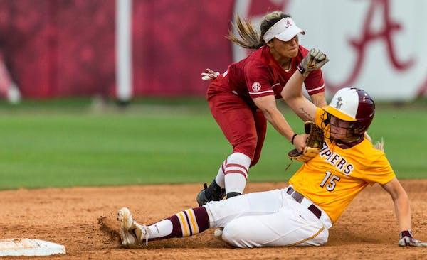 RandBall: Gophers softball loss makes NCAA look worse, not better