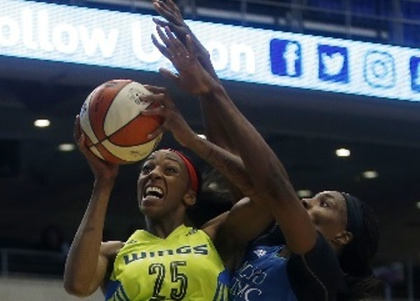 Dallas forward Glory Johnson tried to get off a shot against Lynx center Sylvia Fowles in the first quarter of Minnesota's 89-87 victory in Arlington,