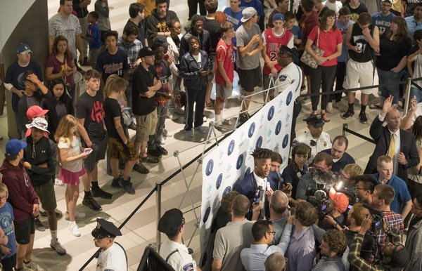 Minnesota welcomes Jimmy Butler at the Mall of America