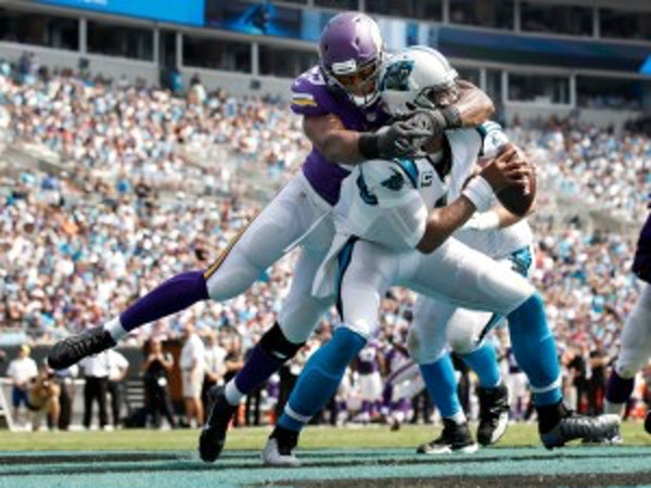 Vikings' Hunter learns of breaking an Alan Page record while meeting Page