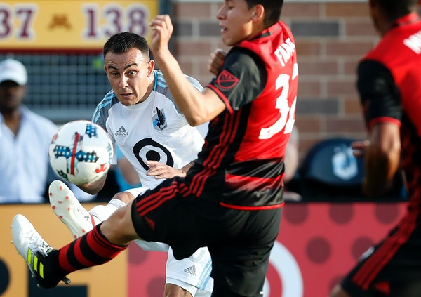 Miguel Ibarra (10) passed the ball to a teammate in the first half.