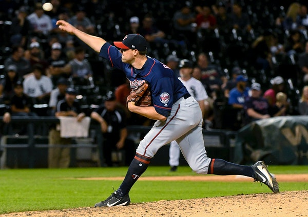 Minnesota Twins relief pitcher Matt Belisle delivers against the Chicago White Sox during the ninth inning of a baseball game in Chicago on Tuesday, A