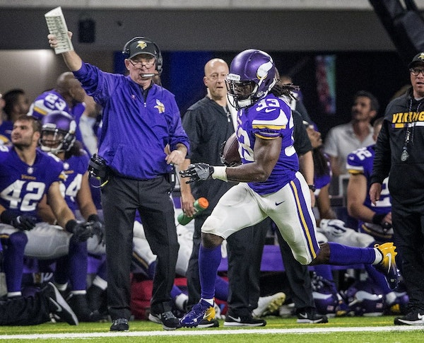 Vikings head coach Mike Zimmer watched running back Dalvin Cook on a run in the fourth quarter.