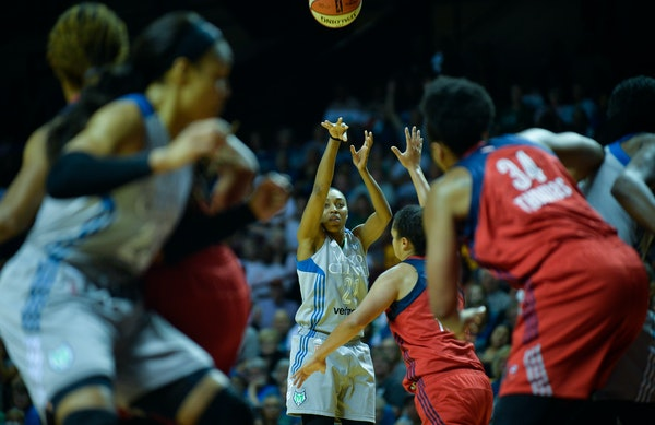 Lynx guard Renee Montgomery hit a three-pointer in the second quarter Tuesday night against the Washington Mystics.