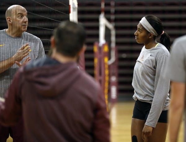 Gophers coach Hugh McCutcheon, left, worked with freshman Stephanie Samedy during a recent practice. (Star Tribune photo by Richard Tsong-Taatarii, ri