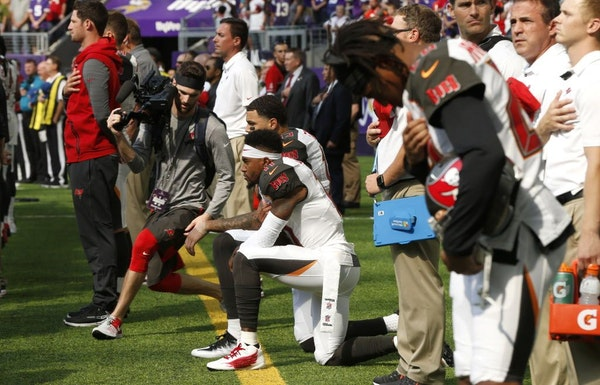 Tampa Bay Buccaneers wide receiver DeSean Jackson, center, takes a knee during the national anthem before an NFL football game against the Minnesota V