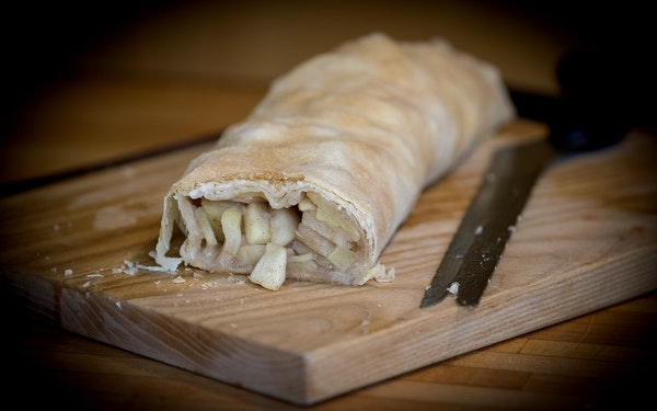 Step-by-step 1. Apple strudel encloses lots of filling within tissue-thin pastry. Raisins are optional. 2. Slapping the dough on a counter 70-100 time