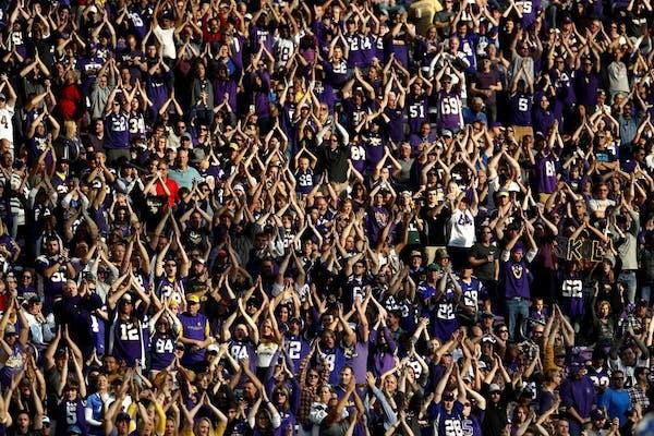 Fans did the Vikings SKOL Chant in the third quarter. ] CARLOS GONZALEZ cgonzalez@startribune.com - November 6, 2016, Minneapolis, MN, US Bank Stadium