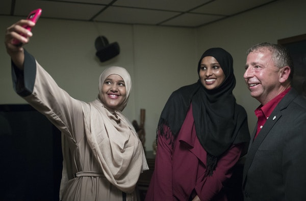 Ayan Abdi left , and Nimo Ahmed took a photograph with St. Cloud Mayor Dave Kleis during a monthly dinner at his home.