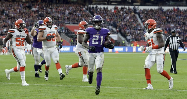 Minnesota Vikings running back Jerick McKinnon (21) scores on a 1-yard touchdown run during the second half of an NFL football game against Cleveland