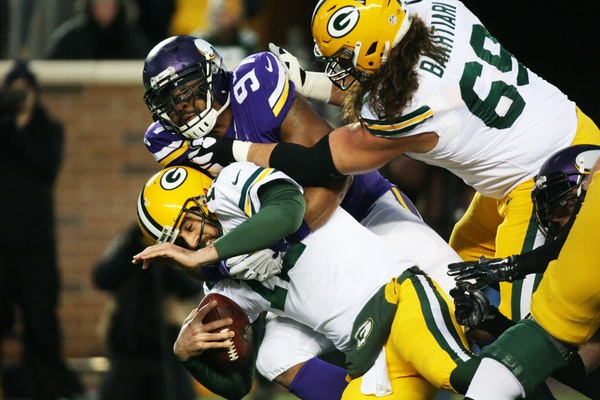 Vikings defensive end Everson Griffen (97) tackled Green Bay Packers quarterback Aaron Rodgers in 2015.