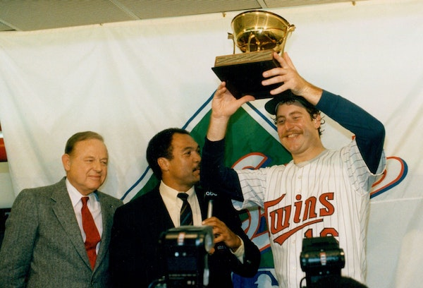 Speaking with Reggie Jackson, Frank Viola held up the World Series MVP trophy in 1987 after the Twins lefthander won Game 7 against St. Louis.