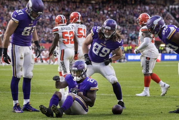 Running back Jerick McKinnon (21) celebrated after scoring a touchdown in the third quarter that put the Vikings ahead.