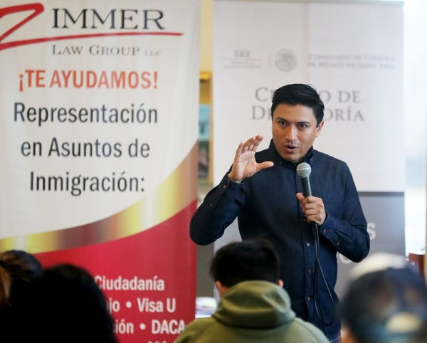 Oswaldo Cabrera of the Mexican Consulate in St. Paul talked to Mexican citizens about their rights at a recent workshop.