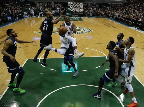Milwaukee Bucks' Eric Bledsoe drives during the second half of an NBA basketball game against the Milwaukee Bucks Thursday, Dec. 28, 2017, in Milwauke