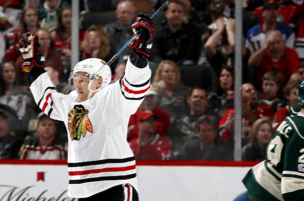 Richard Panik (14) celebrated after scoring a goal to put the Blackhawks up 2-1 in the second period.