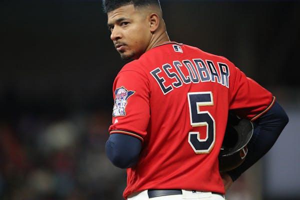 Minnesota Twins third baseman Eduardo Escobar (5)