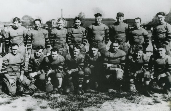 Minnesota's first NFL team, the Minneapolis Marines (1923 photo), played from 1921-24. They were resurrected as the Redjackets in 1929-30 and had a
