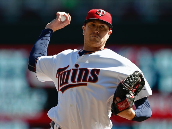 Minnesota Twins pitcher Kyle Gibson throws against the Toronto Blue Jays in the first inning of a baseball game Sunday, Sept. 17, 2017, in Minneapolis