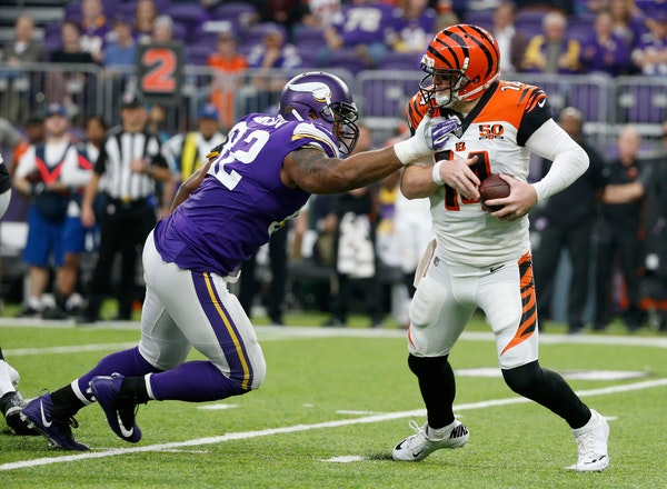 Vikings want to retain Tom Johnson in reduced role