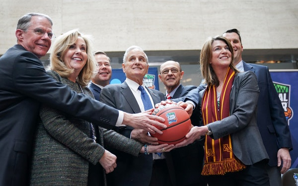 Super Bowl committee passes ball to Final Four committee