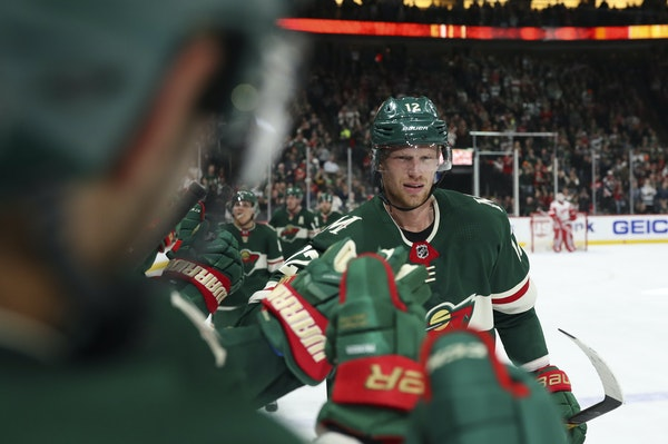 Eric Staal received congratulations from the players on the Wild bench after scoring a tying goal against the Red Wings in a recent game.
