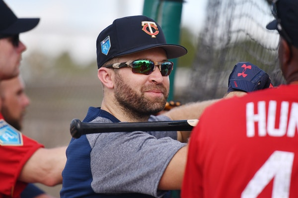 Twins second baseman Brian Dozier (2) chatted with Twins special assistant Torii Hunter (48) during warmups. ] MARK VANCLEAVE � mark.vancleave@start