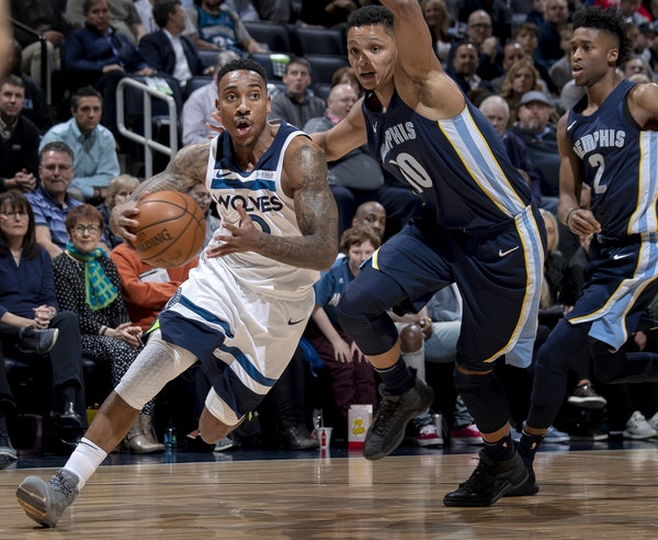 Wolves point guard Jeff Teague drove to the basket in the first quarter against the Memphis Grizzlies on Monday night.