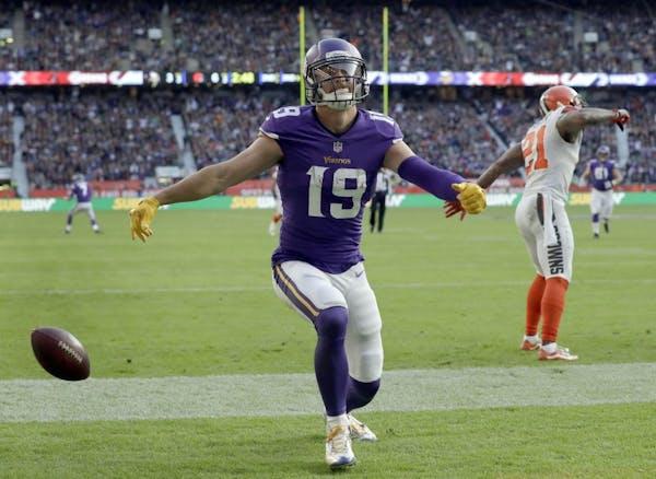Minnesota Vikings wide receiver Adam Thielen (19)