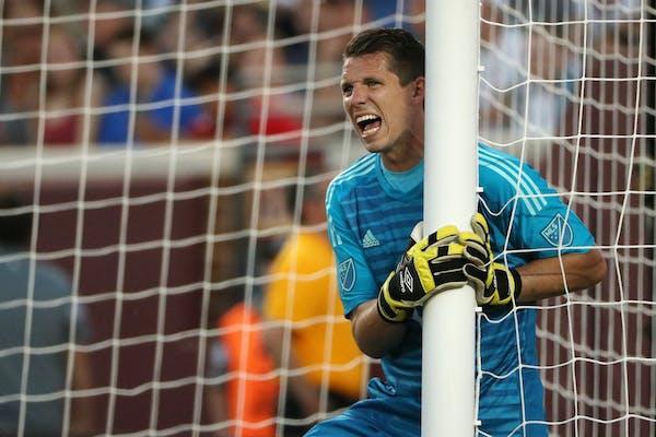 United goalkeeper Bobby Shuttleworth