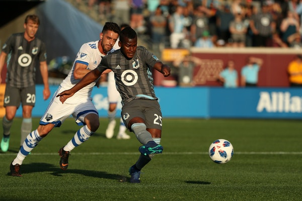 United midfielder Darwin Quintero sent the ball up the field in the first half.