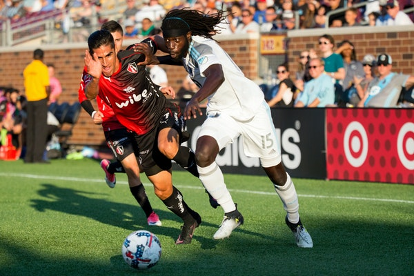 Minnesota United's Ismaila Jome, right, and Atlas' Jose Maduena went after the ball last July at TCF Bank Stadium.