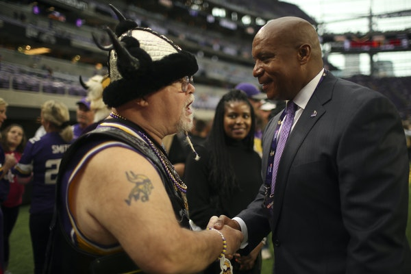 Kevin Warren, the Vikings' chief operating officer, was greeted warmly by Gary Lodoen of Eden Prairie — a k a Sir Purple Heart — before a Vikings-