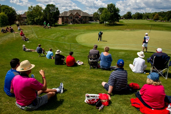 Spectators sat and watched Colin Montgomerie putt during the 3M Championship in 2017. A news conference will be held Monday at the TPC Twin Cities cou