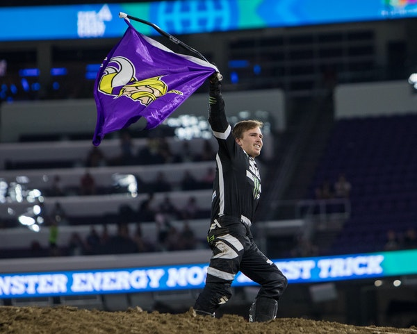 Jackson Strong paid homage to Vikings fans while at U.S. Bank Stadium last year.