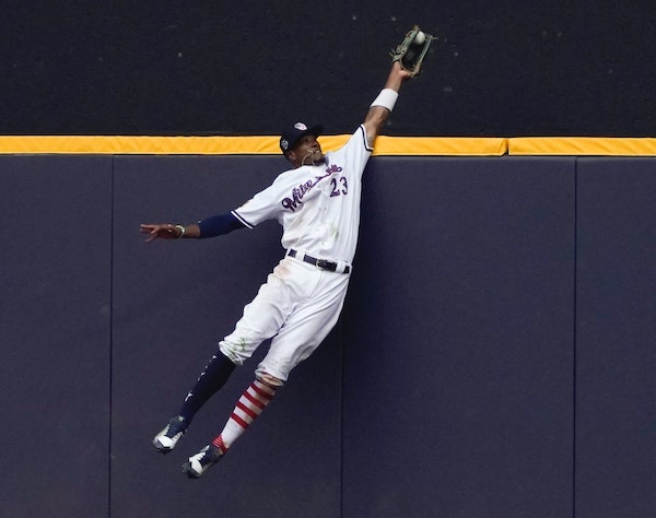 Brewers center fielder Keon Broxton made a leaping catch at the wall on a ball hit by the Twins' Brian Dozier during the ninth inning. Despite a later