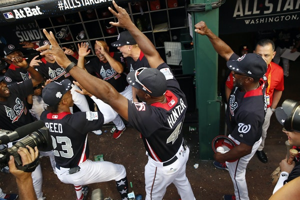 United States manager Torii Hunter celebrated with his team after the All-Star Futures baseball game against the World on Sunday.