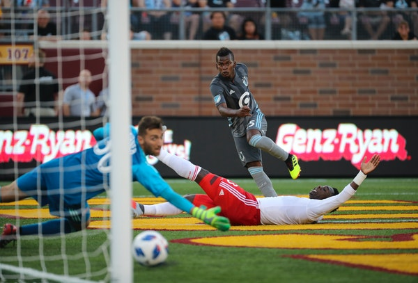 Minnesota United forward Carlos Darwin Quintero watched his first-half shot roll past New England Revolution goalkeeper Matt Turner