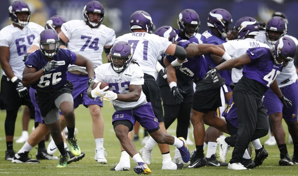 Minnesota Vikings running back Dalvin Cook (33) ran a play during training camp at TCO Performance center Sunday.