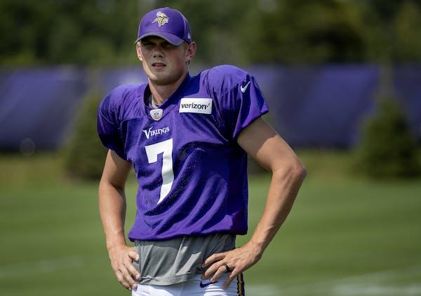 Minnesota Vikings kicker Daniel Carlson (7).