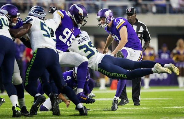 Vikings kicker Daniel Carlson missed two field-goal attempts against the Seattle Seahawks.