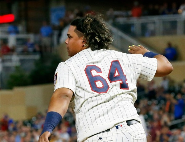 Twins' Astudillo goes viral with sprint around the bases