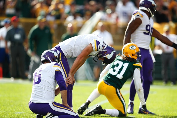 Vikings kicker Daniel Carlson dropped his head after missing a 35-yard field goal attempt in overtime