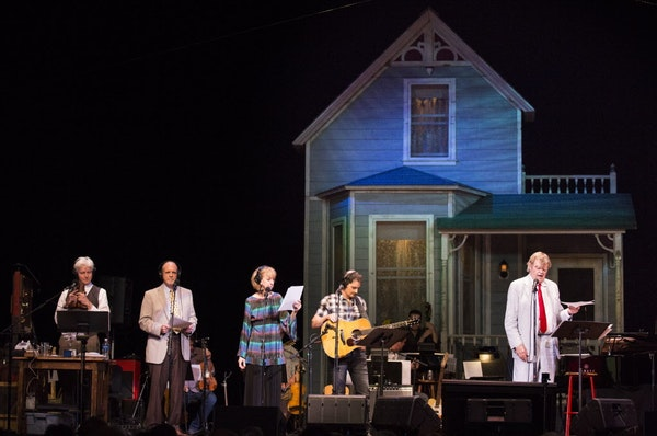 Garrison Keillor, from right, performed with singer Brad Paisley, Sue Scott, Tim Russell and Fred Newman during a live broadcast in 2016 in Nashville.