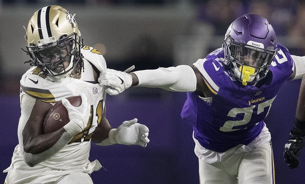 Saints running back Alvin Kamara broke away from Vikings cornerback Jayron Kearse in the third quarter Sunday.