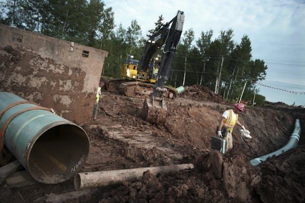 Workers in 2017 lay Enbridge's Line 3 replacement in Wisconsin.