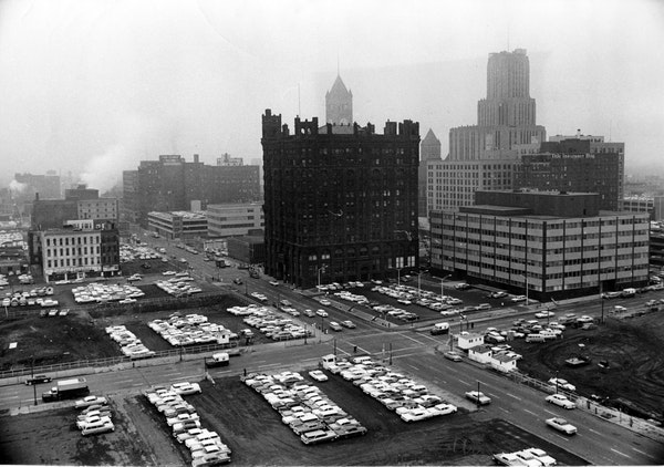 Final days: The Metropolitan Building, shortly before its demolition in 1961.