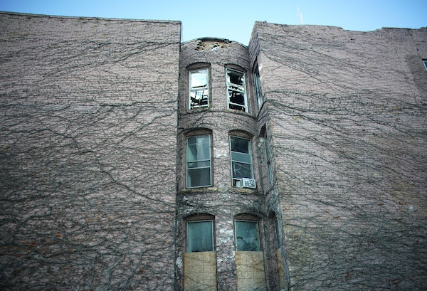 One of downtown Minneapolis' oldest buildings could meet the wrecking ball soon, depending on the outcome of votes at City Hall. The Oakland apartme