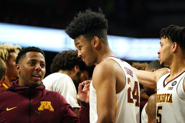 When Eric Curry entered the game Dec. 30, the sophomore had a big smile on his face. He was thinking about his mom, who predicted the standing ovation