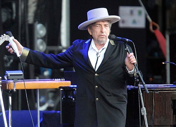 Bob Dylan's family guy side on display in aunt's obituary
